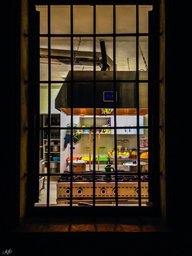 sandro kitchen window